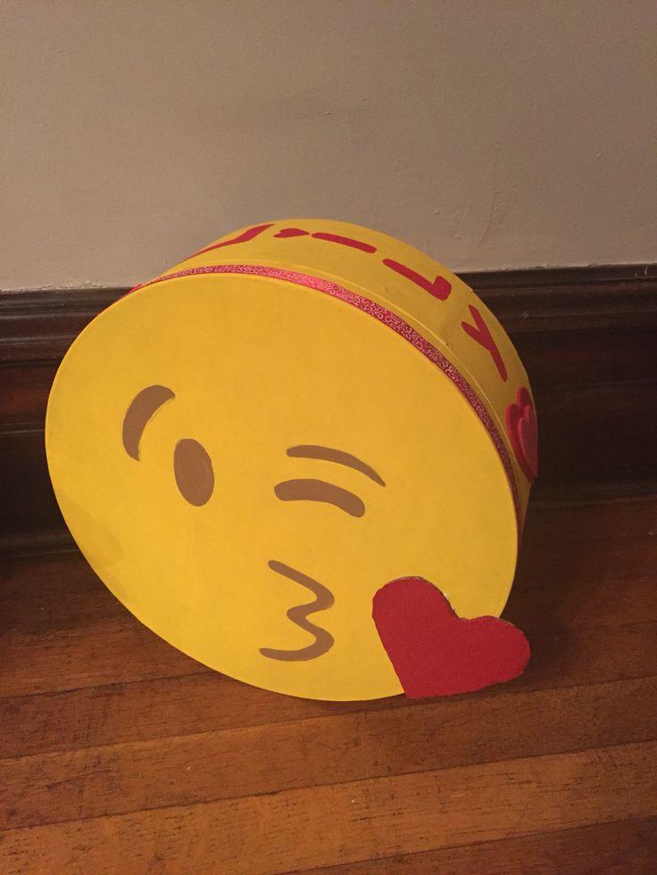 Valentine Emoji Kiss Face Valentine Boxes Pinterest