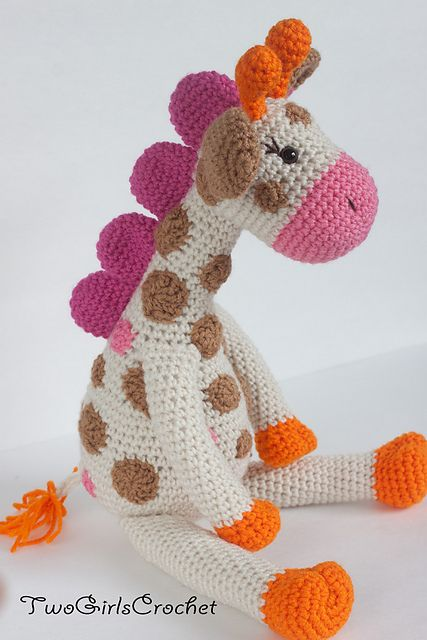 Jillian the Giraffe pattern by Two Girls Crochet