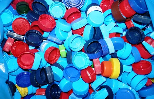 Δύο τόνους πλαστικά από τη Μεσαρά για τα άτομα με αναπηρία