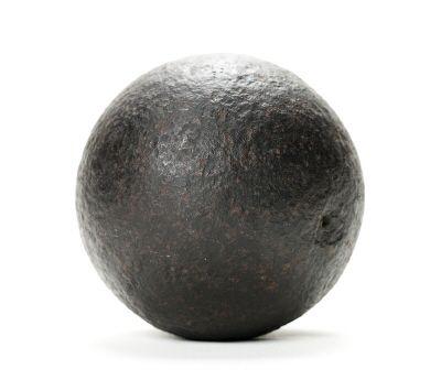 Kanonkula s.k. lod, av järn, 98 mm i diameter.
