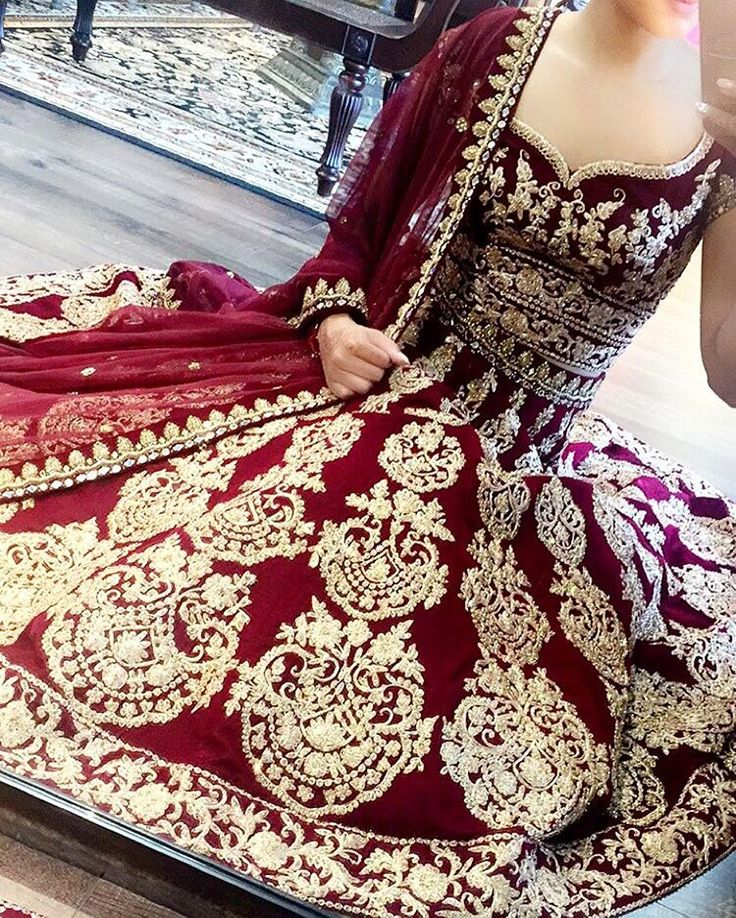 #Repost @crossoverbollywoodse ・・・ Couldn't help but take a #selfie in this stunning piece. This beauty can be modified if needed fashionistas, email us for further information. www.crossoverbollywoodse.ca Inquiries: raji@crossoverbollywoodse.ca Snapchat: rajikhaira #crossoverbollywoodse #bchicbyrajikhaira #snapchat #instagram #snapus #selfie #weddinggown #pakistanifashion #sikhwedding #bridal #indianbridal #indianwedding #allthingsbridal #pakistaniwedding #weddingplanner #vogueindia #v...
