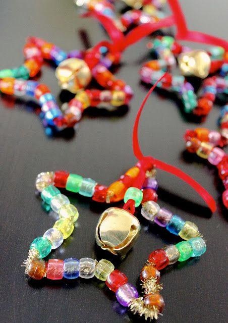 Estrella de Navidad {Christmas Star} - pony beads, sparkle pipe cleaner and a jingle bell