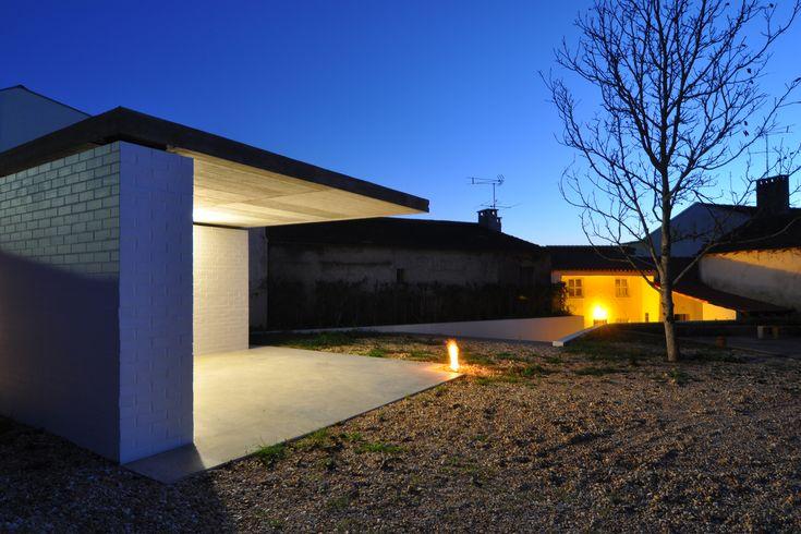 Bloco no Avenal | Arch. João Crisóstomo [depA] #architecture #arquitectura #arquitectura #arch #brick #bricks #tijolo #landscape #landscaping