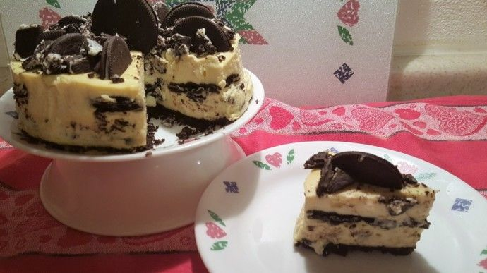 As good as it looks, ***DO NOT MAKE!!!*** This Old Gal Cookies and Crème Cheesecake - I've seen nothing but disastrous reviews of this recipe.