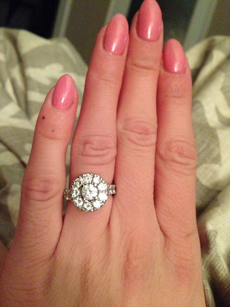 Round antique style engagment ring