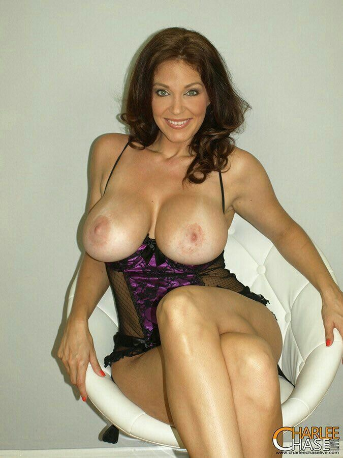 Lucy Pinder echte Brüste