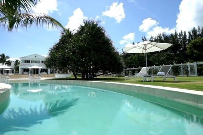 17 best images about amazing homes to admire celine dion - Celine dion swimming pool ...
