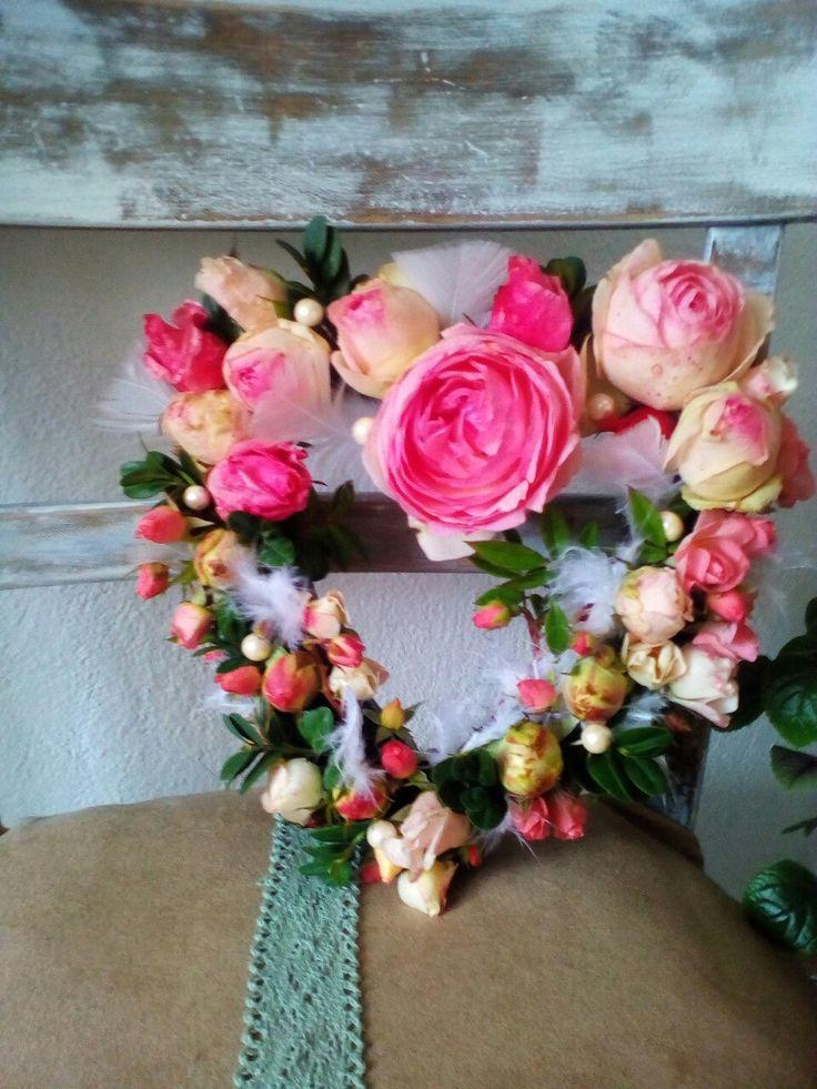 Die letzten Rosen des Herbstes zu einem Herz verarbeitet :)