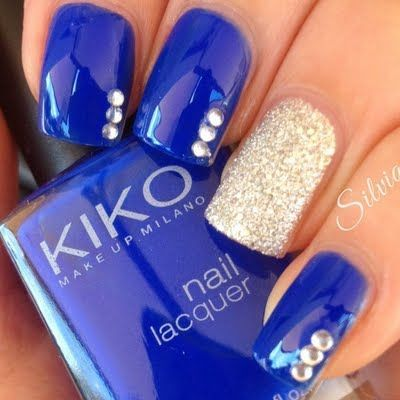 Royal blue and gold shimmer classy nail art design | elegant nails | eye catching combination | elegant nail art