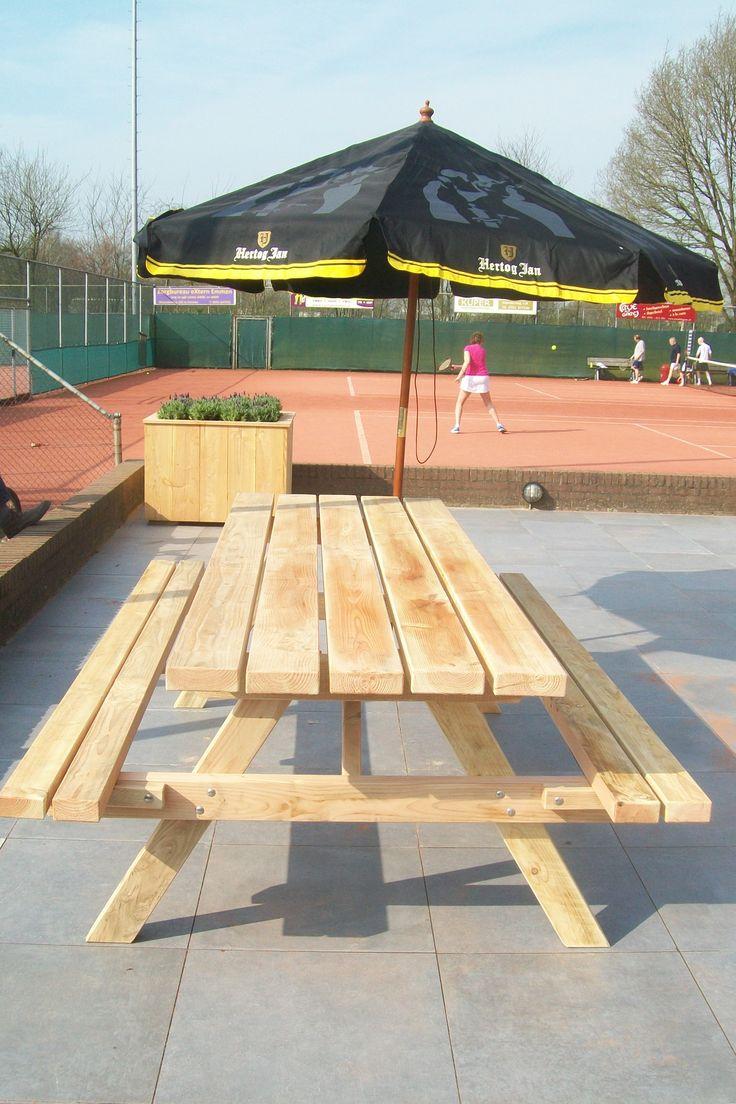 Een stoere en robuuste picknicktafel van Douglashout