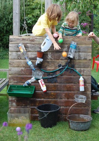 Creative Recycling Ideas - Riciclo Creativo- idee fai da te  Like This Page · 26 December 2012     outdoor porch/projects/ http://progressiveearlychildhoodeducation.blogspot.com/2011/02/planning-new-water-wall-for-water-play.html