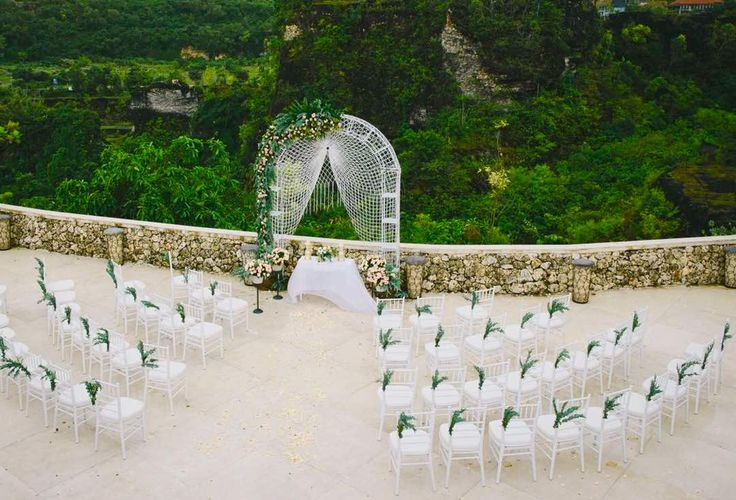 Our stunning Tiffany chairs for your clifftop Bali wedding
