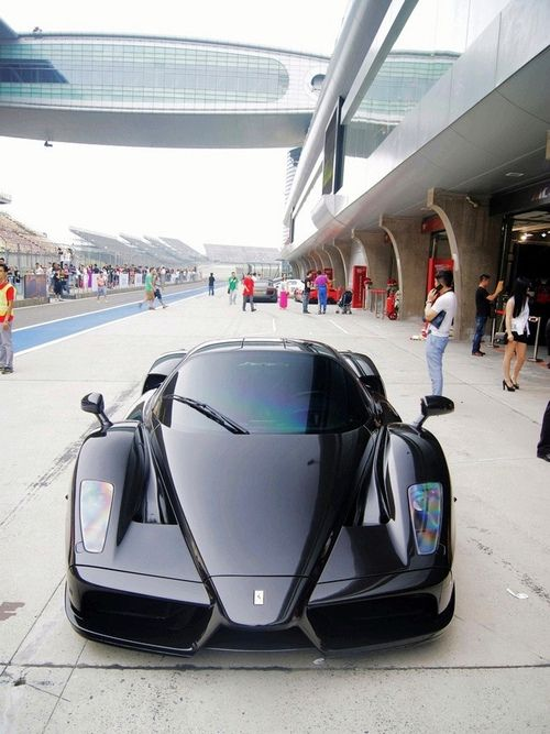 Ferrari Enzo, I love this car but i think the fact that you can't drive it on the street is just dumb