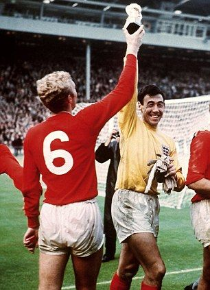 pictures of gordon banks in the world cup - Gordon Banks with Bobby Moore celebrating the 1966 World Cup win.