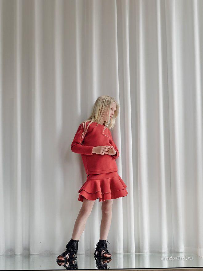 Бренд из Копенгагена Little Remix ориентирован на детей в возрасте от 4 до 16 лет. Главное направление - стиль кэжуал в детской моде. Одежда простая, базовых цветов и расцветок, при этом акцент делается на качество материалов и комфорт ребенка.