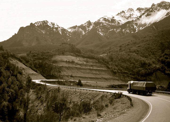 Bariloche, camino a El Bolson: chocolates, cervecerías y licores artesa', hippies por doquier... ah!! un paraíso pa' la mente... Ohhh seeee... ! Guau  ---- © Claudia Mellado Ñancupil