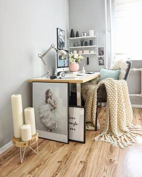 Domowe biuro w pastelowych kolorach
