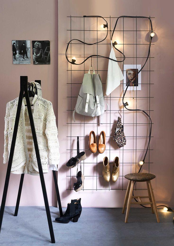 Kledingrek | Clothesrack | Photography Dennis Brandsma | Styling Fietje Bruijn| Bron: vtwonen 1 2016