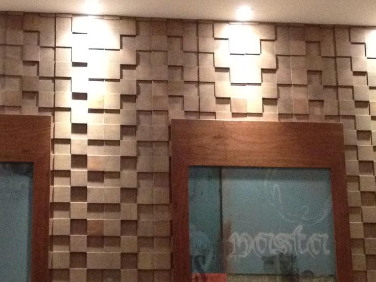 wooden texture for walls    @Pizza Hut - Curitiba - Paraná - Brasil
