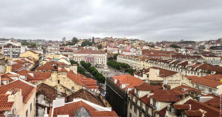 В Португалию я попал случайно на неделю в дождливый сентябрь 2013 года. Буквально каждый день шел ужасный ливень просто не переставая, поэтому я положил свою камеру…