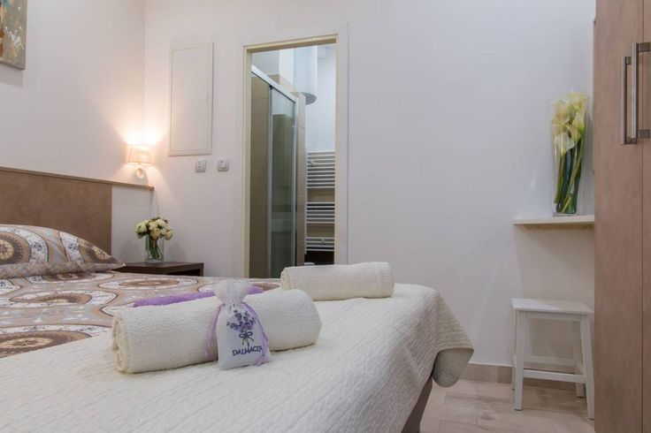 Celý dům/byt v Split, HR. This brand new, modern and cozy apartment is situated in a quiet and friendly neighborhood. The apartment consists of a bedroom, bathroom and a living room with a small kitchen. Just a step away there is a restaurant, coffee bar and a local market...