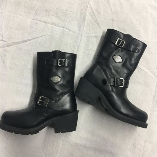 More present ideas! These Harley boots are perfect for any biker babes out there! Size 8 - $60 • #gentlyused #platosclosetoakville #holytrinity #harleydavidson #boots #christmasgift | www.platosclosetoakville.com
