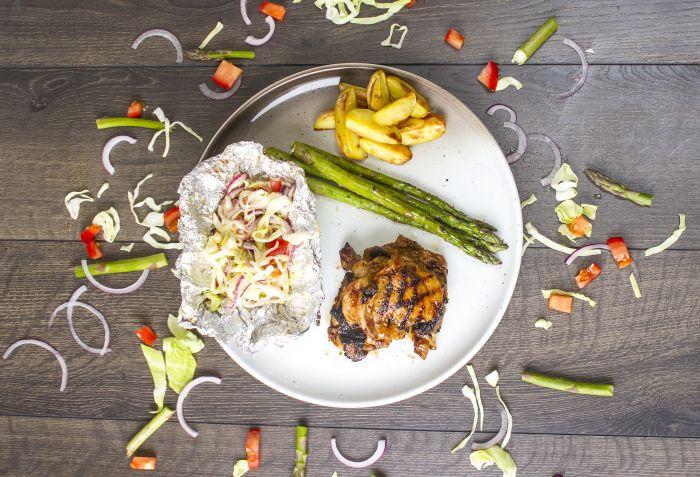 Saftig sitronmarinert kylling med grillet asparges