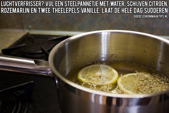 Maak zelf een luchtverfrisser door een pannetje te vullen met water, schijven citroen, rozemarijn en twee theelepels vanille. Meer goede tips op: www.goedeschoonmaaktips.nl