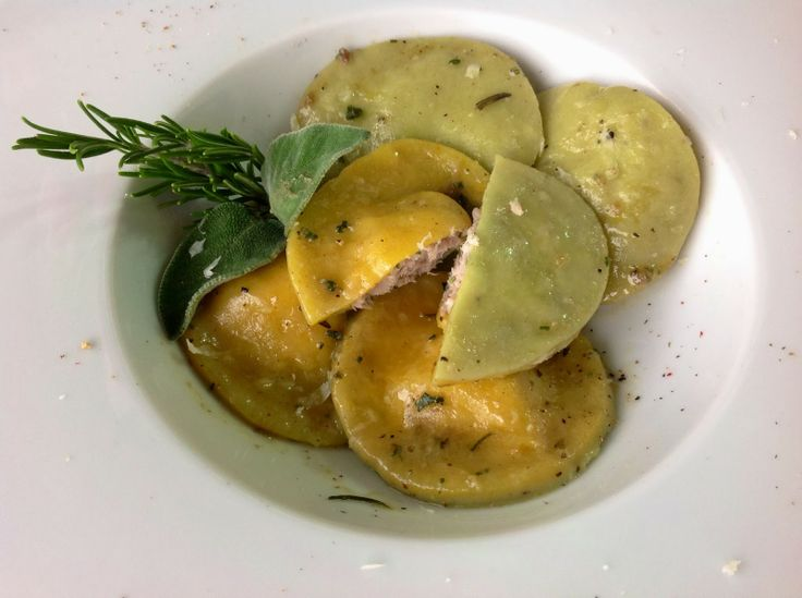 Ravioli di Porchetta di Palamita e Salsa Paesana
