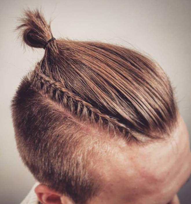 Frisur Mit Seitlichem Zopf Mit Rasierten Seiten Herrenfrisuren Zopfe Geflochtene Frisuren