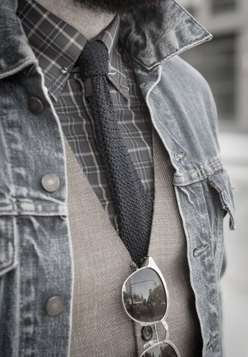 be always different. here a dif way to wear your favorite denim Jacket