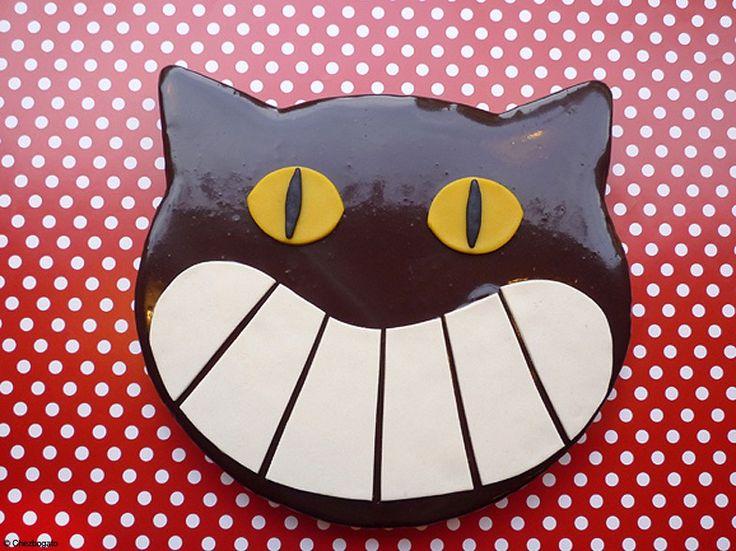 Le glaçage au chocolat noir sur un moelleux miroir façon « chat »