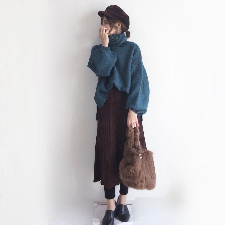724 個讚,5 則留言 - Instagram 上的 yun(@yun_wear):「 あげ忘れコーデ😂 ブラウンのニットスカートはレギンスパンツとかと合わせる着方がお気に入り🎵 トップスはブルー系☺︎ ブルー✖︎ブラウンも相性いいカラー💓 ・ ・ キャスケット➡︎… 」