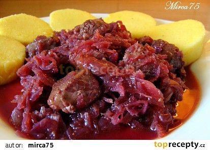 Červené zelí s masem upečené v troubě recept - TopRecepty.cz