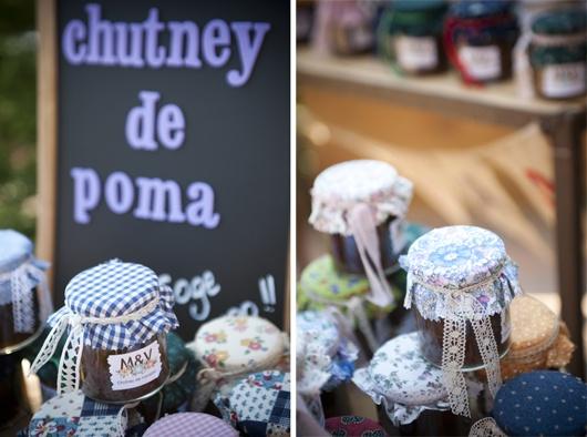 Algo sencillo: regalar mermeladas y conservas {Foto, Mireia Cordomi} #weddingfavors #detallesboda #tendenciasdebodas
