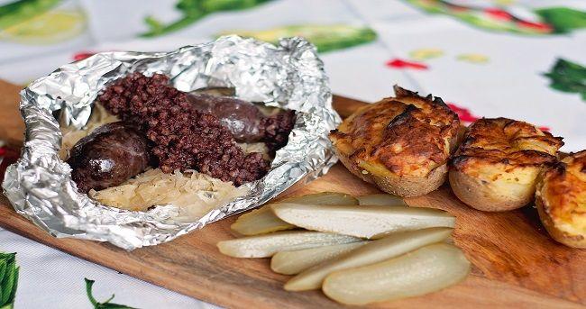 krupniok, kiszka, kaszanka znam co najmniej 4 określenia na to wspaniałe danie. Najlepszy krupniok to ten prosto z grilla z chrupiącą skórką i pachnącym środkiem. Zobacz jak przygotować to dzieło kuchni śląskiej.  http://www.kreatorsmaku.tv/przepisy/kaszanka-kiszka-krupniok-z-grilla/
