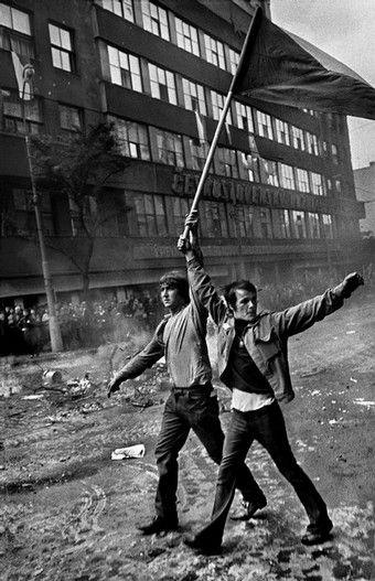 © Josef Koudelka, CZECHOSLOVAKIA. Prague. August 1968. Invasion by Warsaw Pact troops. Near the Radio headquarters.