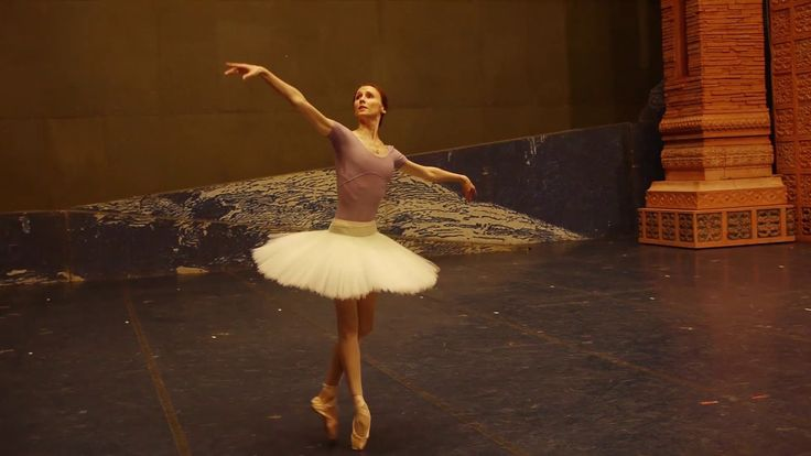 Class ACT presents: Svetlana Zakharova's rehearsal for her starring role in Berlin Staatsballet's (Berlin State Ballet) production of LA BAYADÈRE. With Dmitr...