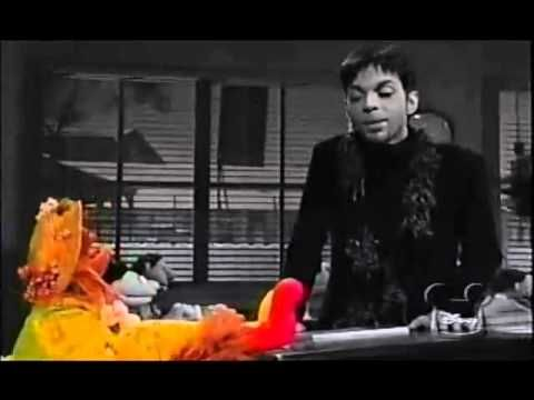 Prince - Starfish and Coffee (with the Muppets) / (Rare) - YouTube This is the cutest thing ever, so much why I love Prince !!