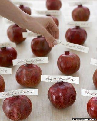 pomegranate escort cards | Burgundy Wedding | Matrimonio color borgogna | Sweet September...http://theproposalwedding.blogspot.it/ #autumn #fall #autunno
