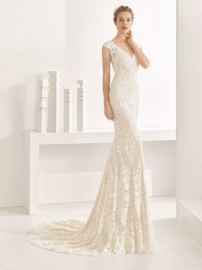 Suknie ślubne z kolekcji Rosa Clara & Soft to idealna propozycja dla pań, które cenią sobie lekki i wdzięczny styl, bez zbędnych ornamentów.