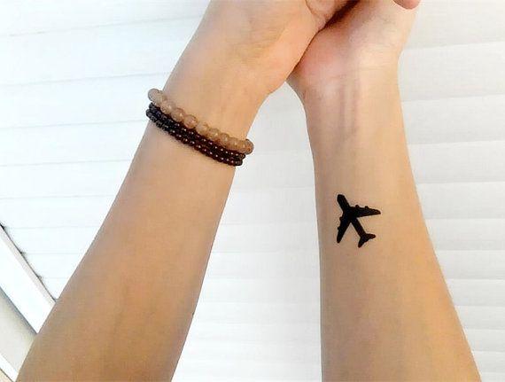 tatuaje temporal avión pequeño avión poco avión por prosciuttojojo