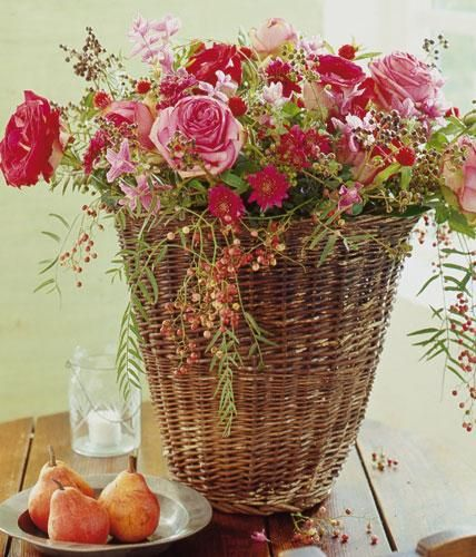 Mit diesem freundlichen Blumenstrauß können Sie das Glück in Körben sammeln.