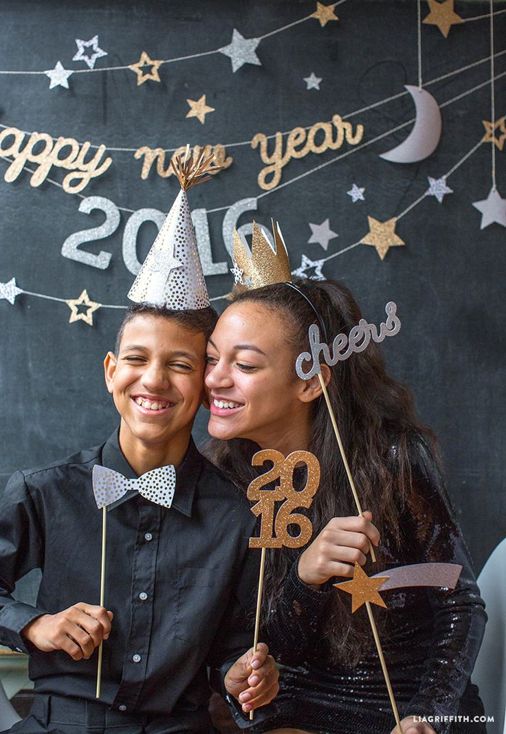 Make your own New Year's Eve party decorations with these gorgeous printable banners and confetti from handcrafted lifestyle expert Lia Griffith.