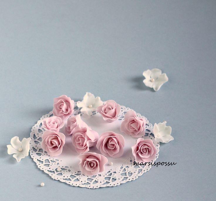 Marsispossu: pikkuisia sokerimassaruusuja, fondant roses