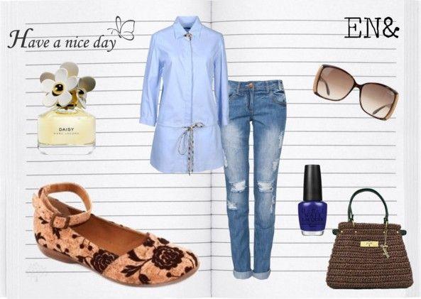 Je bent deze zomer helemaal trendy met bloemen in je garderobe! Kurk schoenen met geborduurde bloem van NAE.