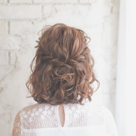 Summer hairstyle, Short hairstyle, hairstyle ideas, trendy hairstyle.