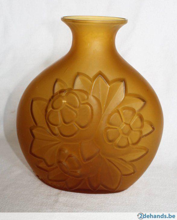 Prachtige Scailmont vaas. Getekend: Ch Catteau, Made in Belgium Hoogte 23 cm Omstreeks 1930