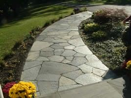 This Flagstone Walkway Has A Nice Gentle Curve Around A Garden Bed From The  Driveway To