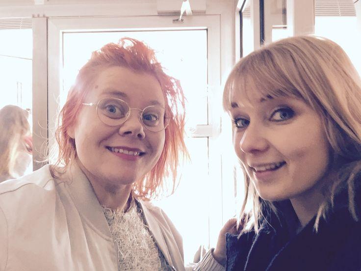 Asta Honkamaan podcast-sarja kesken käsittelee kirjoittamista. Kolmannessa jaksossa vieraana on kirjailija Laura Gustafsson.